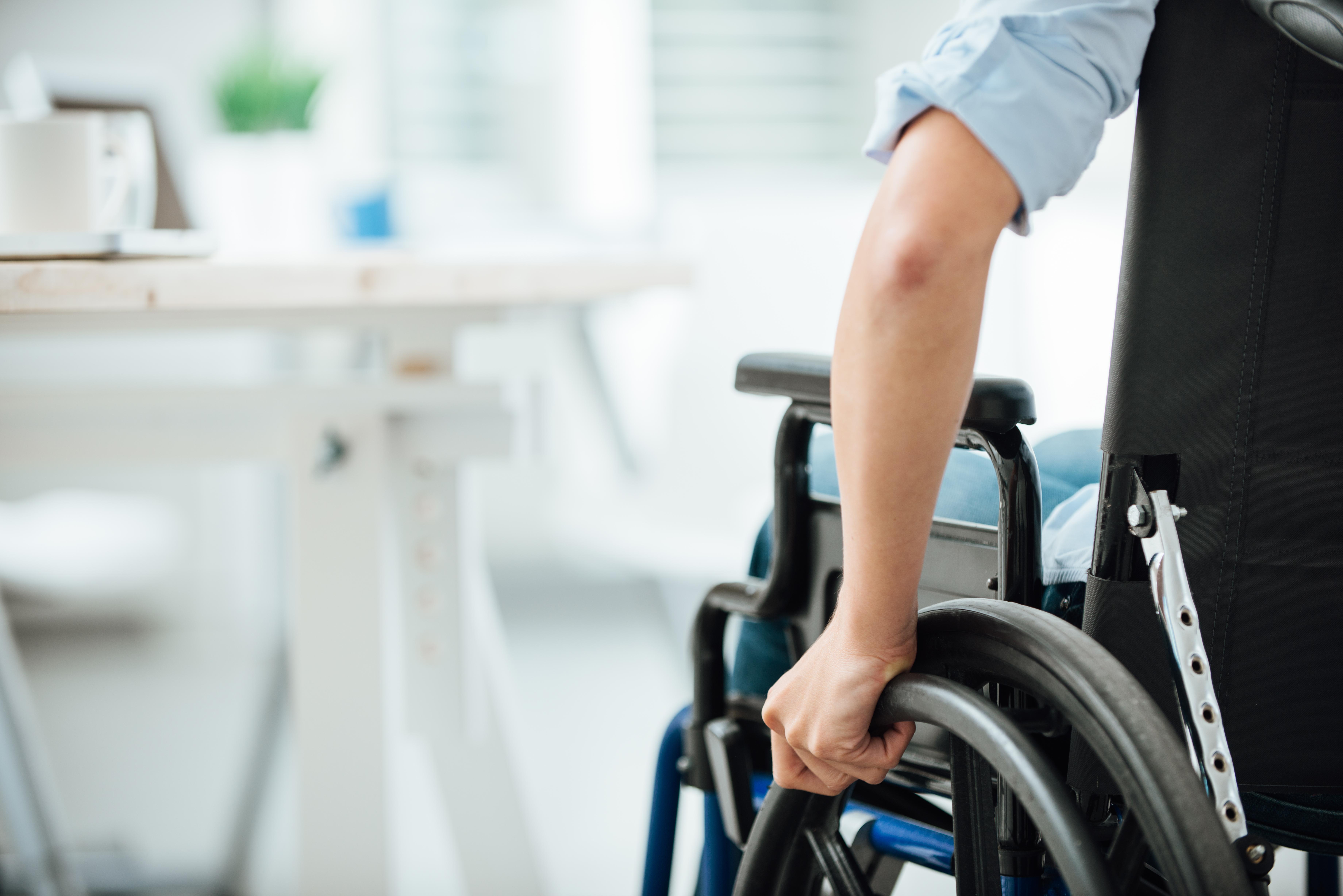 handicap_fauteuil_bureau.jpg